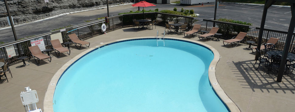 Baymont by Wyndham at Nashville Airport - Outdoor Swimming Pool