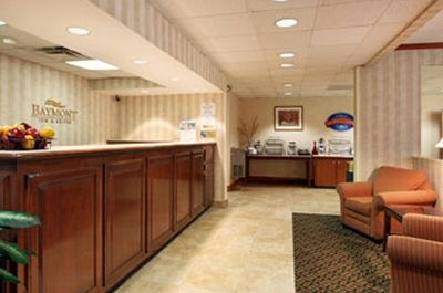Baymont Inn Suites - Nashville - Reception Desk