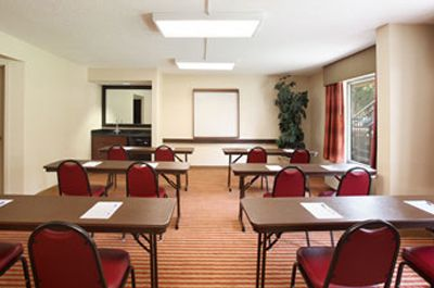 Baymont Inn Suites - Nashville - Meeting Room