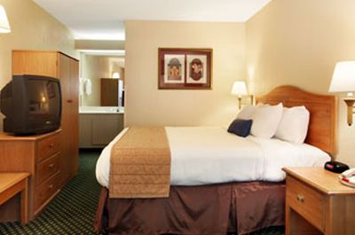 Baymont Inn Suites - Nashville - Single Bed